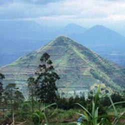Foto Piramida Garut 3 Piramida di Garut