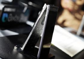 Spesifikasi dan Harga Samsung W2018, Ponsel Flip Dengan Dual Layar